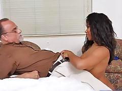 Gorgeous Jenna Foxx deepthroats an aged dick